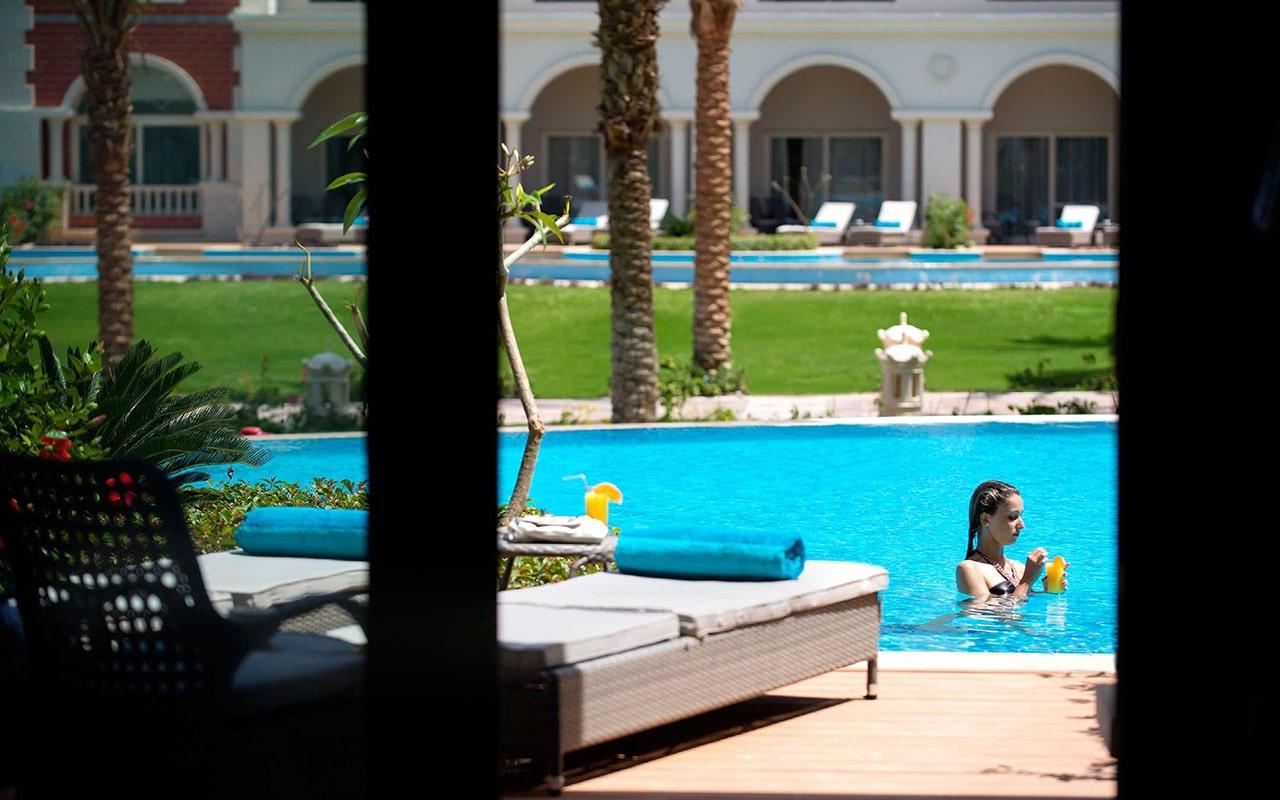 Swim-up Suite_Terrace-min