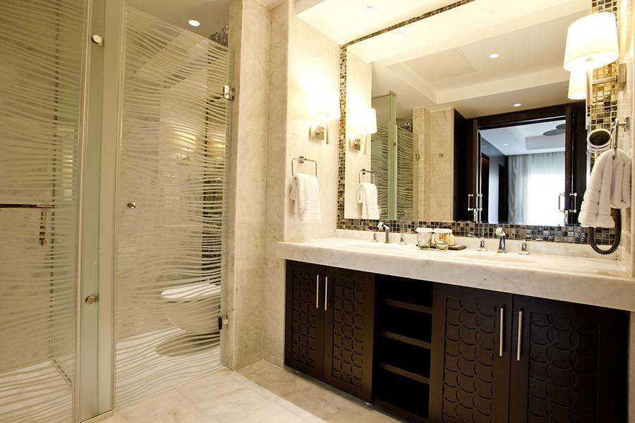 SwimUpSuite_Bathroom