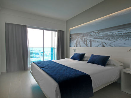 TRIPLE ROOMS WITH SEA VIEW (3 ADULTS)