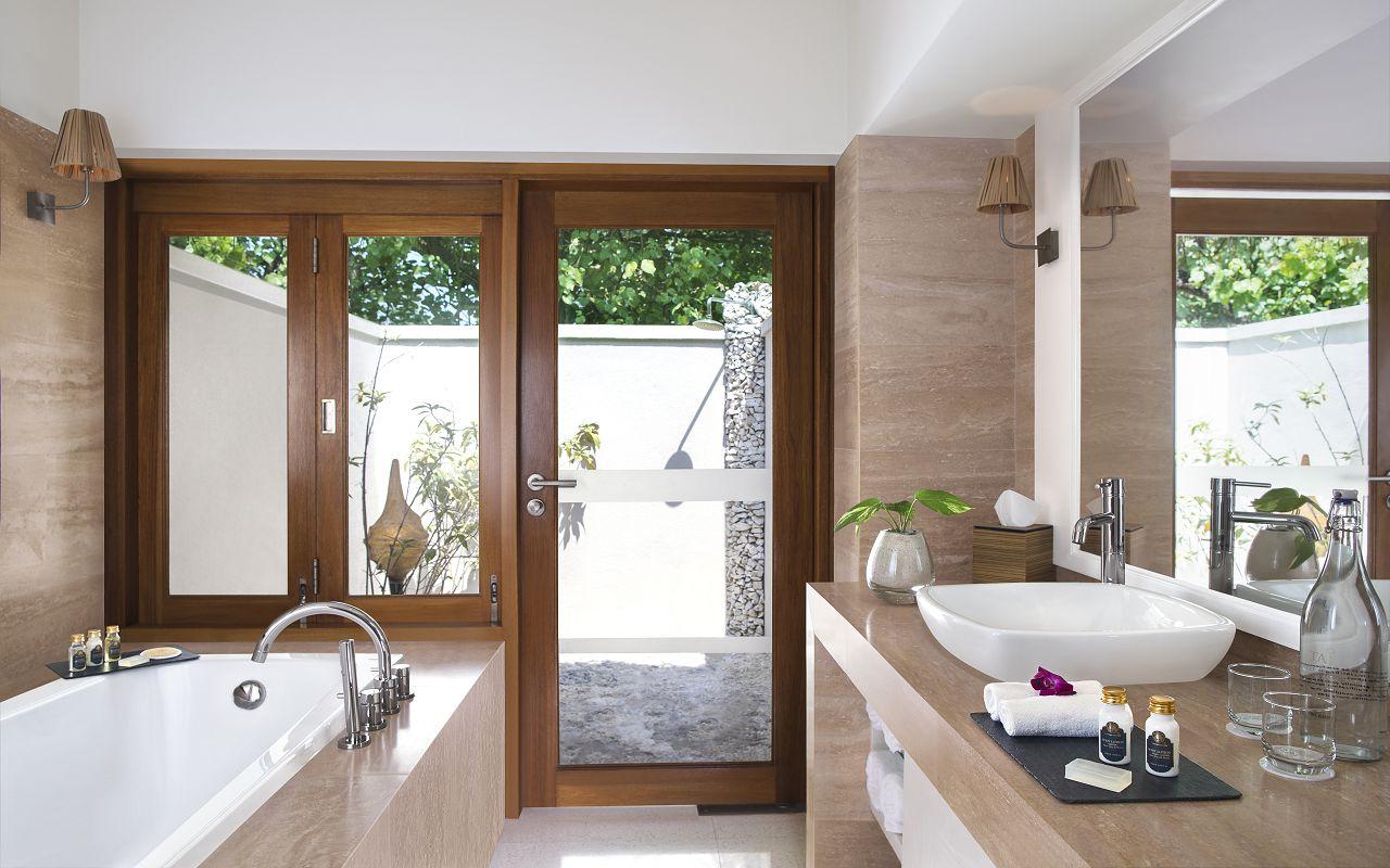 Taj Coral Reef Resort and Spa_Deluxe Beach Villa-Bathroom
