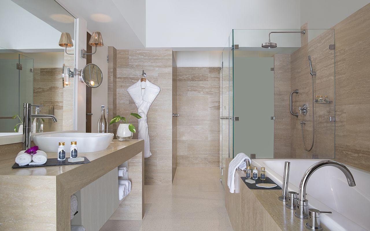 Taj Coral Reef Resort and Spa_Superior Beach Villa_Bathroom