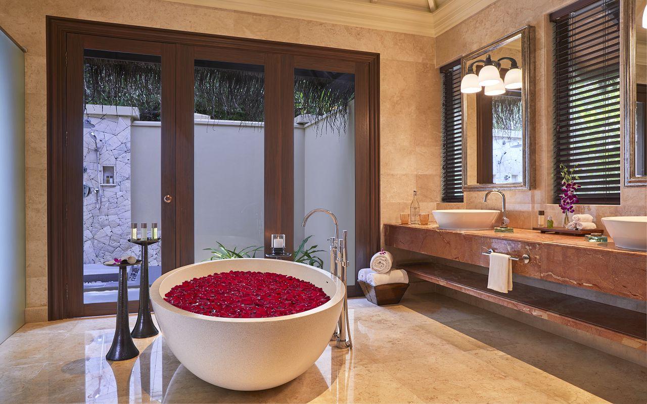 Taj Exotica Resort & Spa Maldives-One Bedroom Beach Suite w Pool_Bathroom(RosePetal)