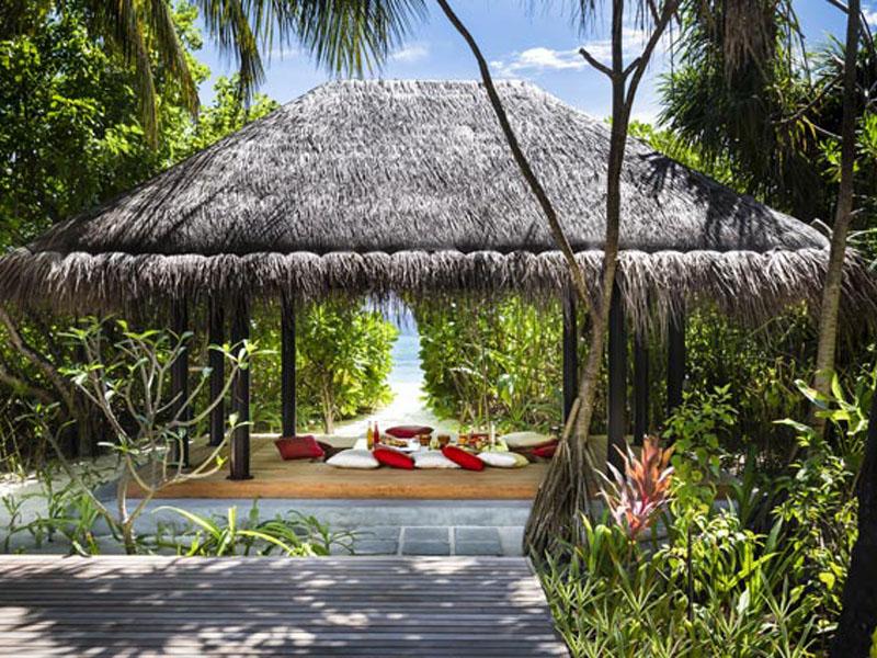 Three Bedroom Beach Pool Residence5