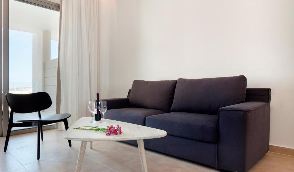 Three-Bedroom-Villa-with-Private-Pool-4-min