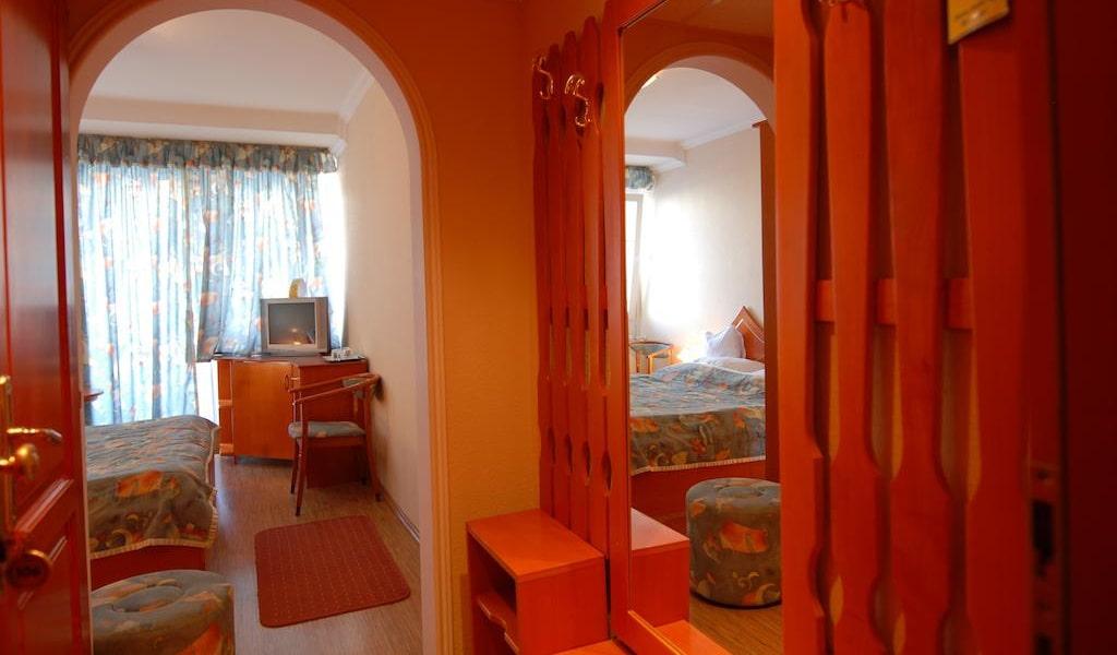 Triple Room 3-min