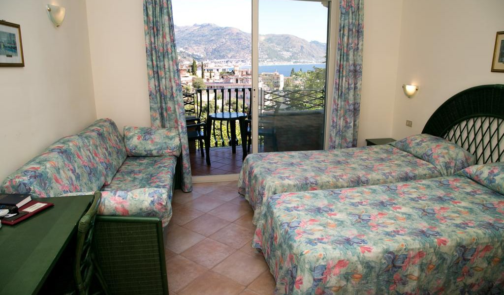 Triple Room with Sea View2-min