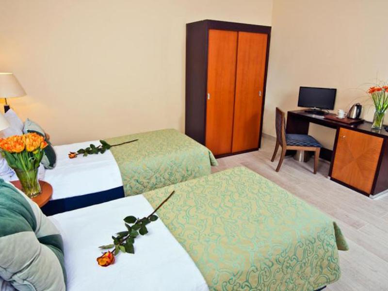 Twin Room4