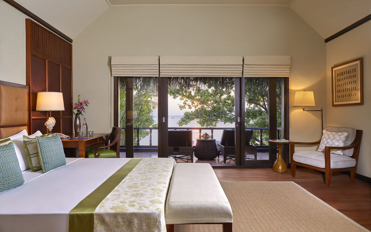 Two Bedroom Beach Suite with Spa and Pool_BedroomMZF1