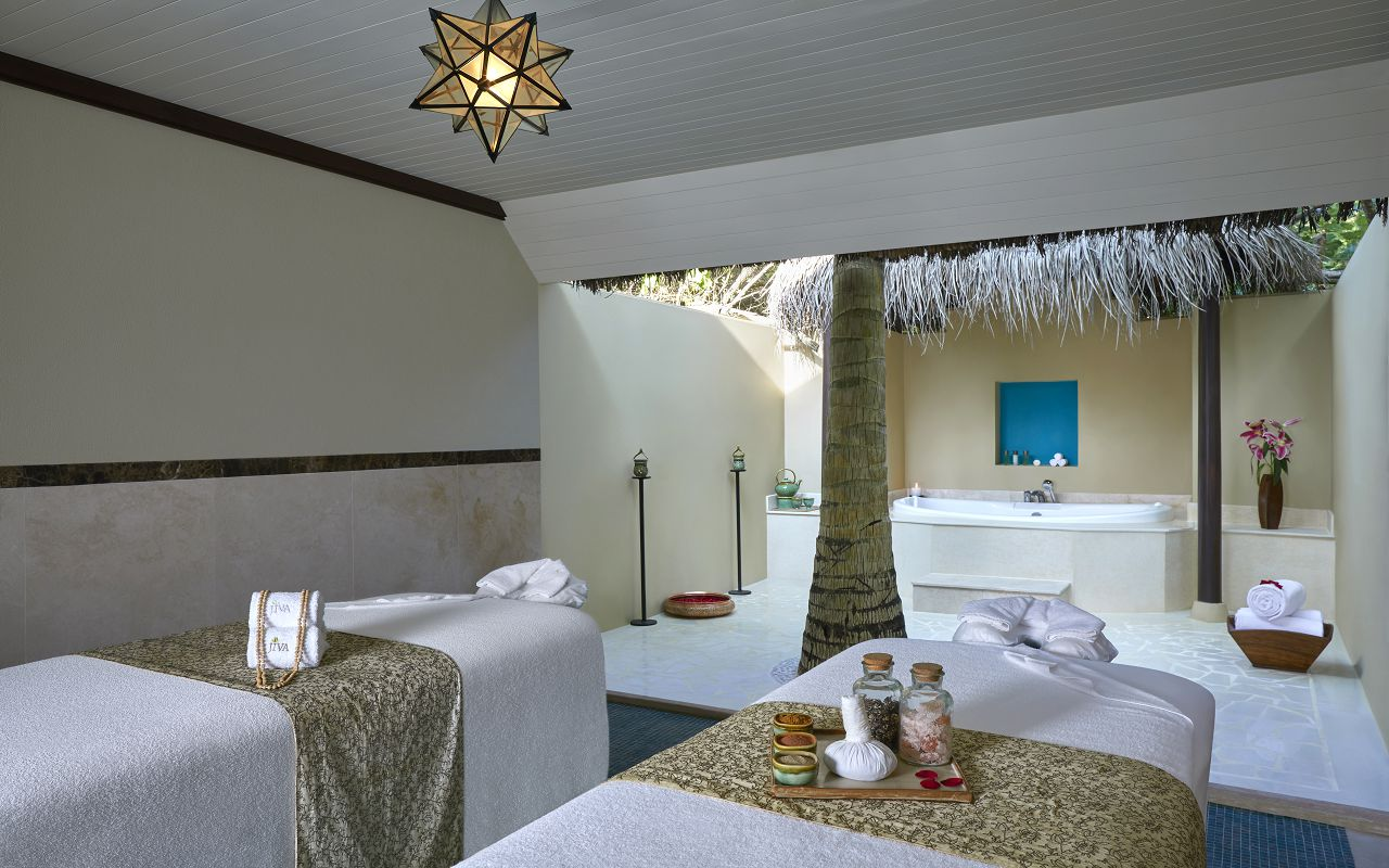 Two Bedroom Beach Suite with Spa and Pool_SpaRoom