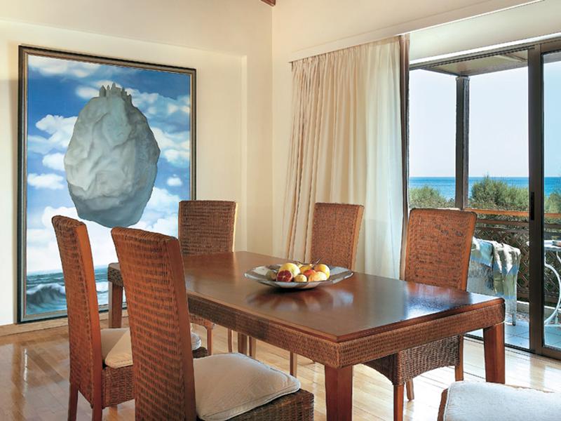 Two-Bedroom Bungalow Suite2