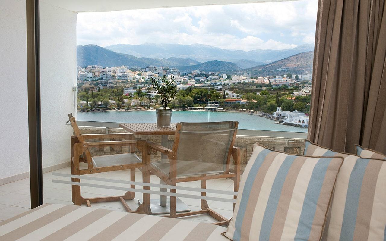 Upper-deck-Sea-view-room5-min