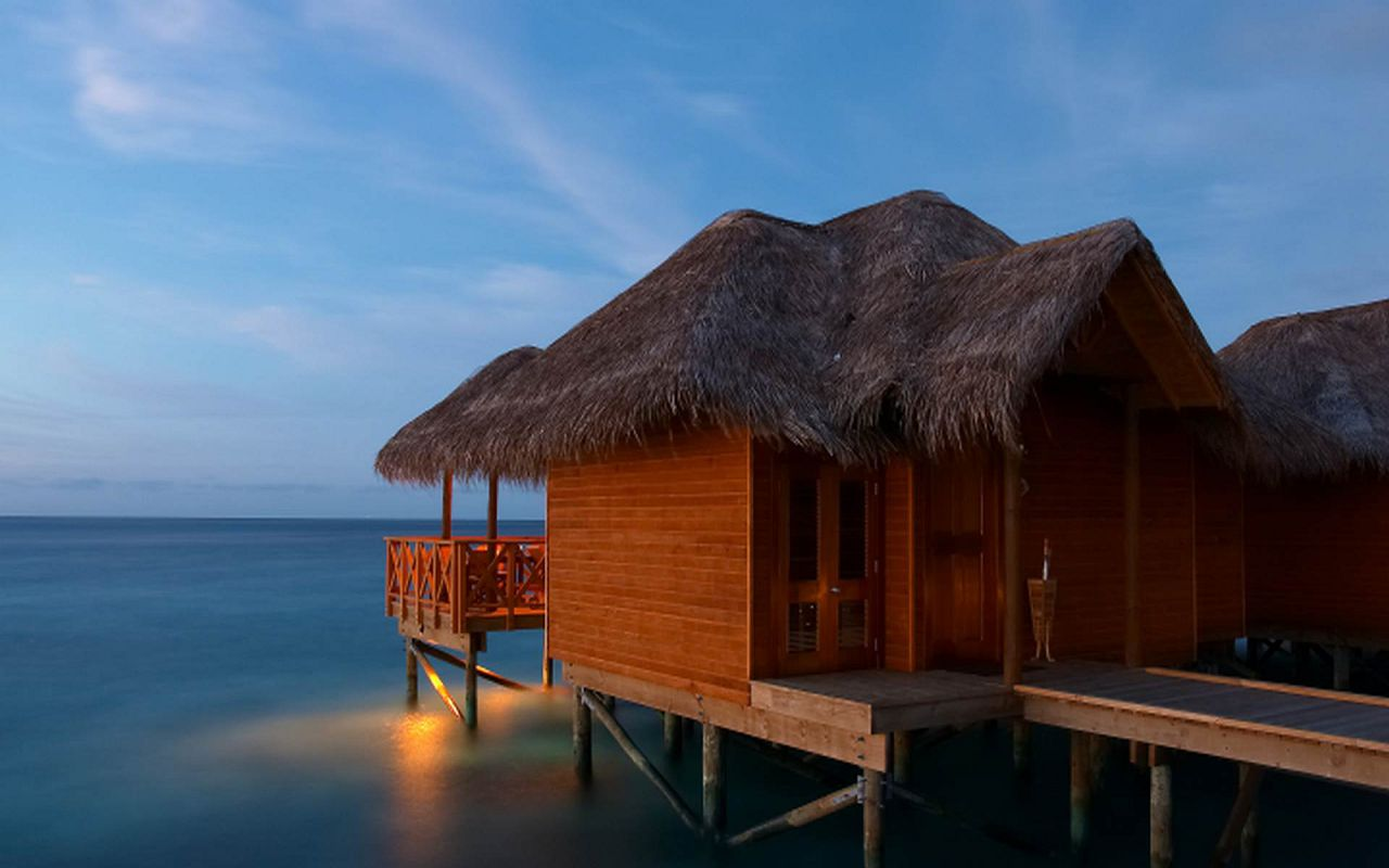 Water Bungalow (1)