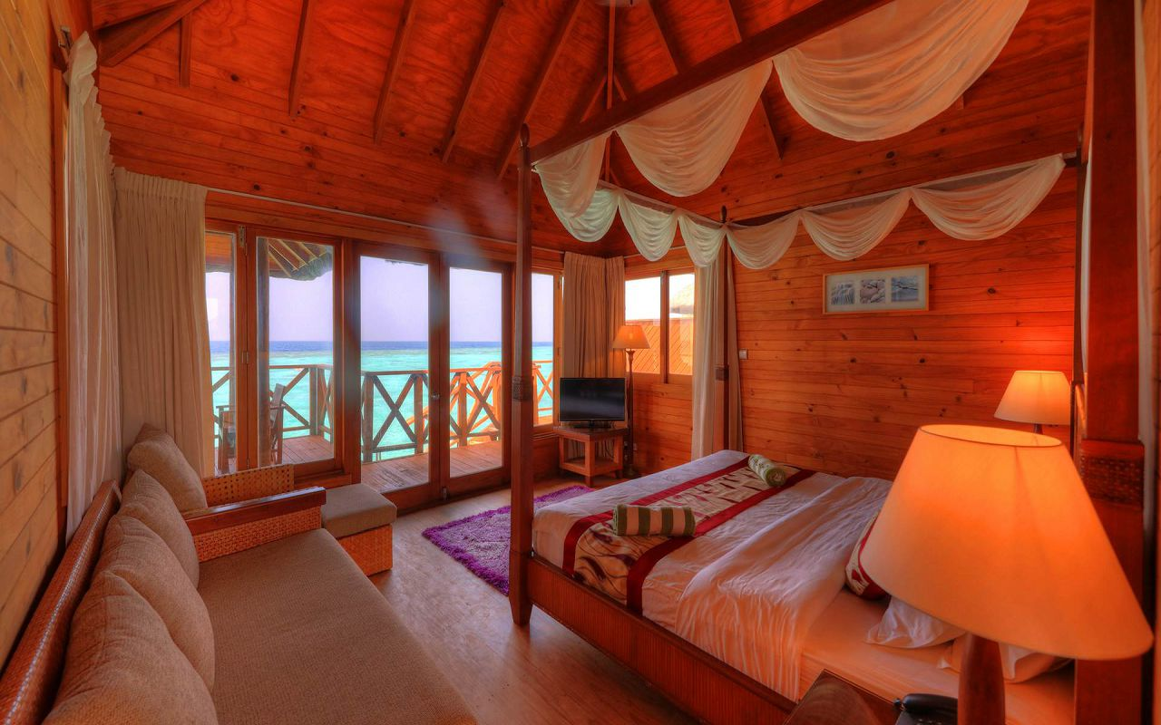Water Bungalow (2)