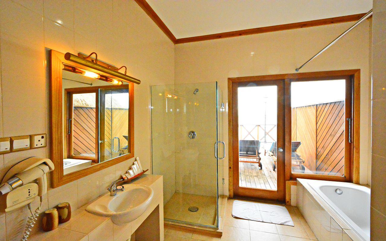 Water villa bath room bath tub