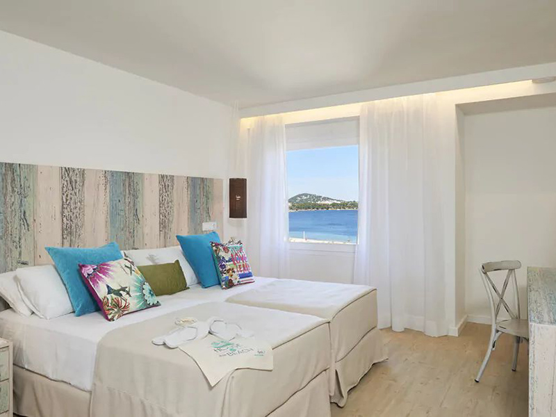XTRA BEACH HOUSE MASTER SUITE8_1