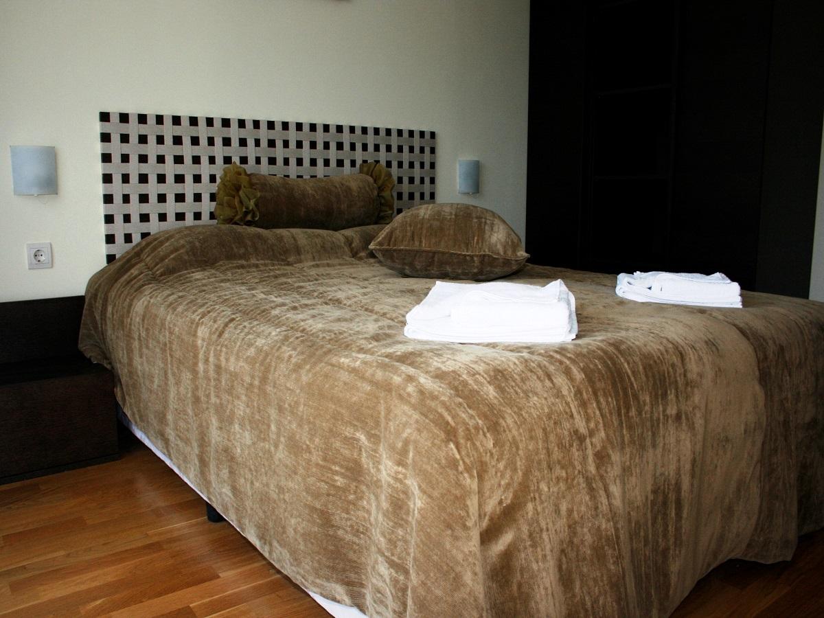 app2-bedroom-3