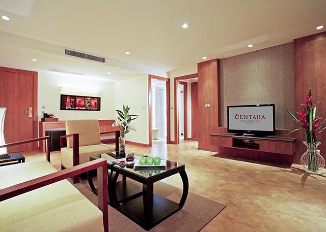 bedroom deluxe suite-2