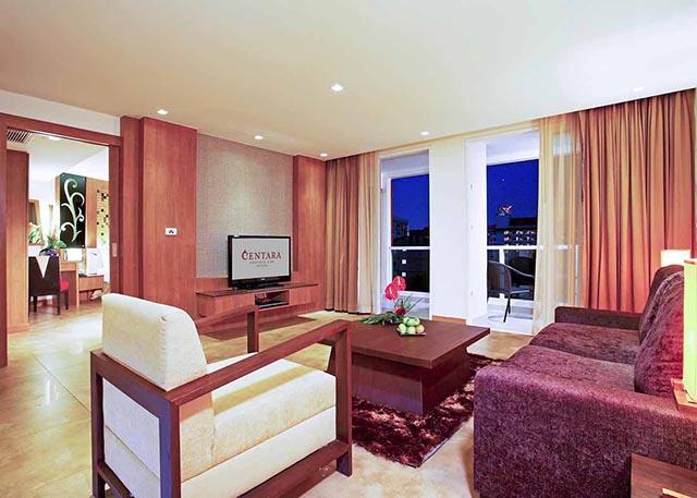 bedroom deluxe suite-3