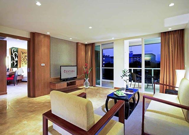 bedroom deluxe suite-4