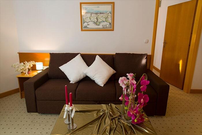 big_comfort_family_room-min