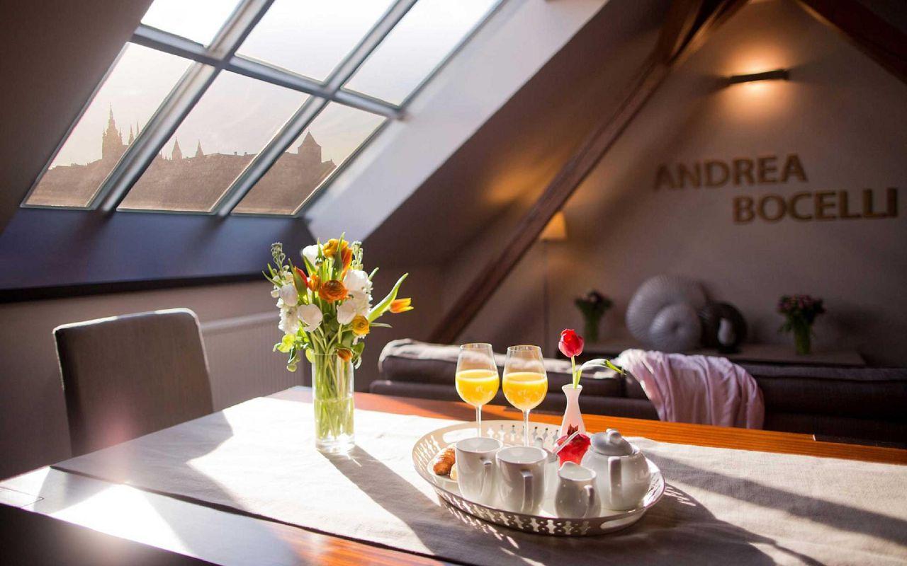 bocelli-andrea-hotel-klarov-prague-asten-hotels