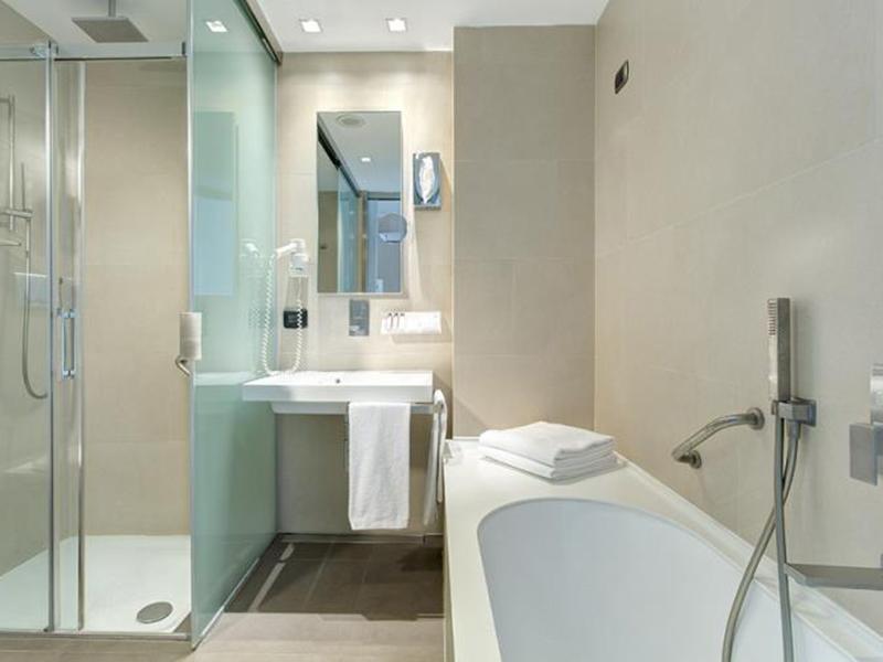 bw-premier-hotel-royal-santina-triple-room-services