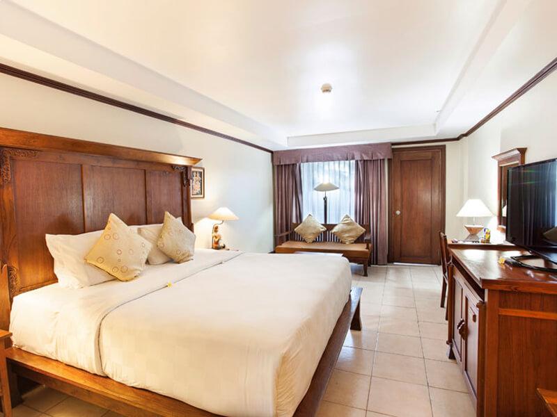 deluxe-room-at-ramayana-hotel-bali (1)
