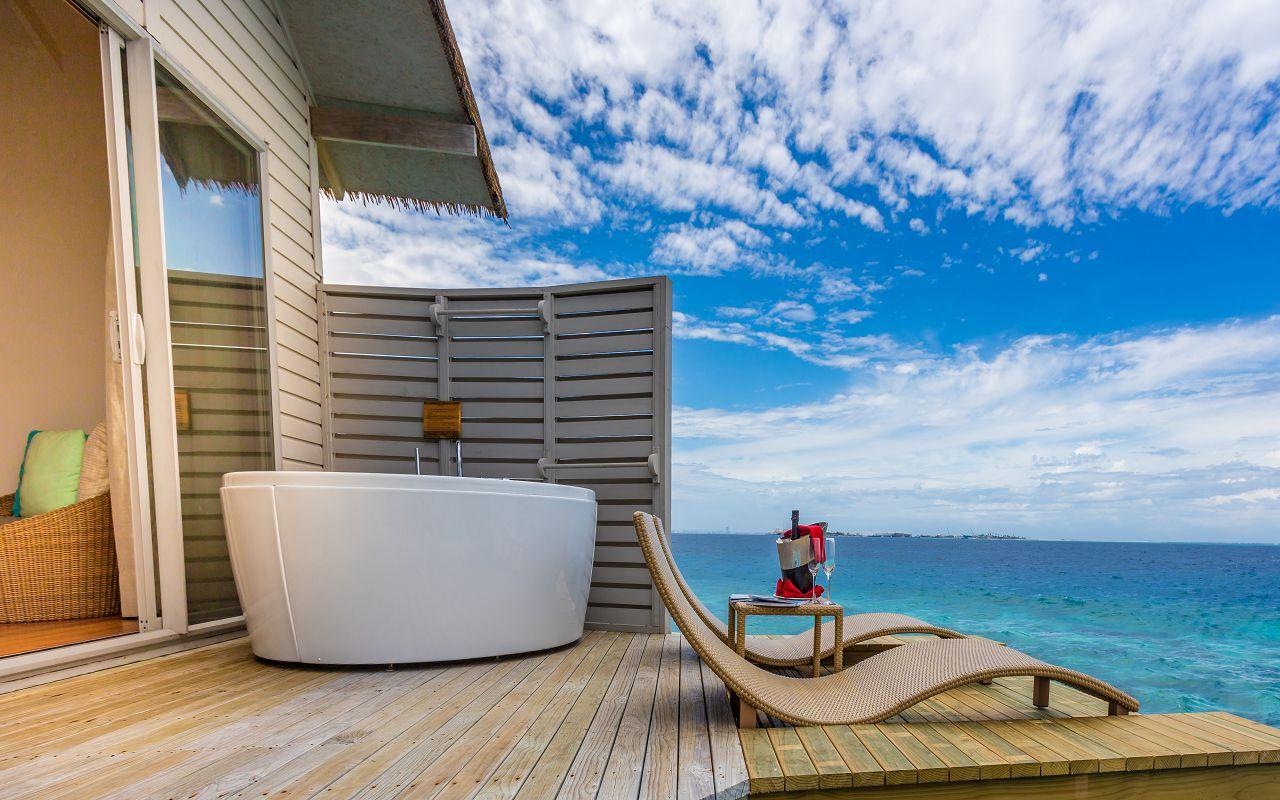deluxe-spa-over-water-villa-02