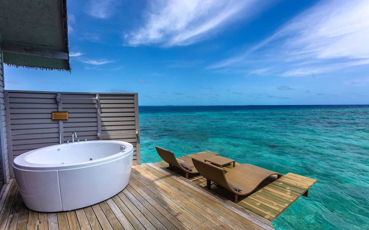 deluxe-spa-over-water-villa-08