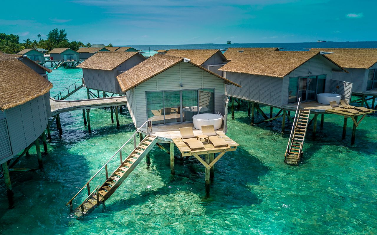 deluxe-spa-over-water-villa-11