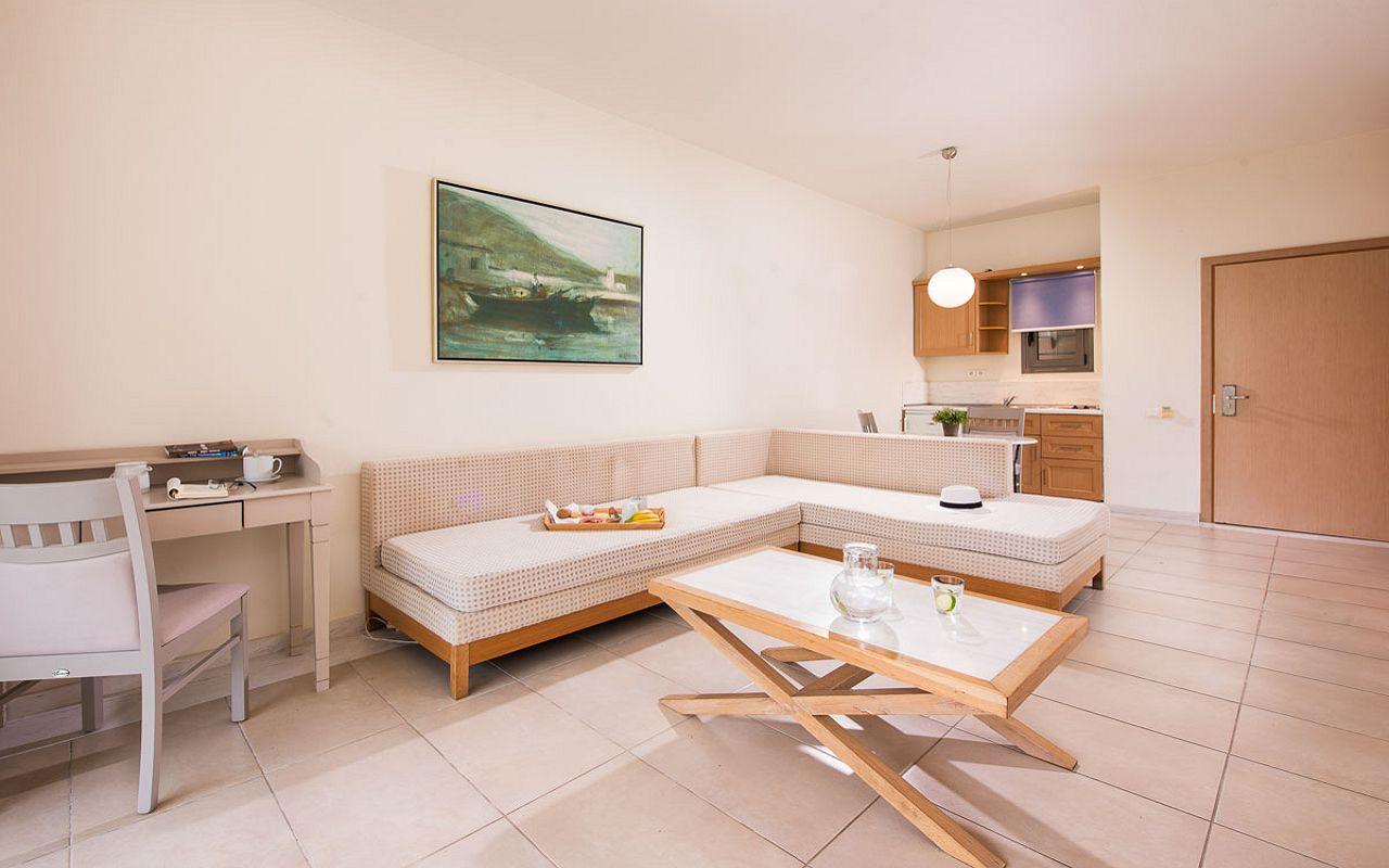 deluxe-suite-garden-view-10