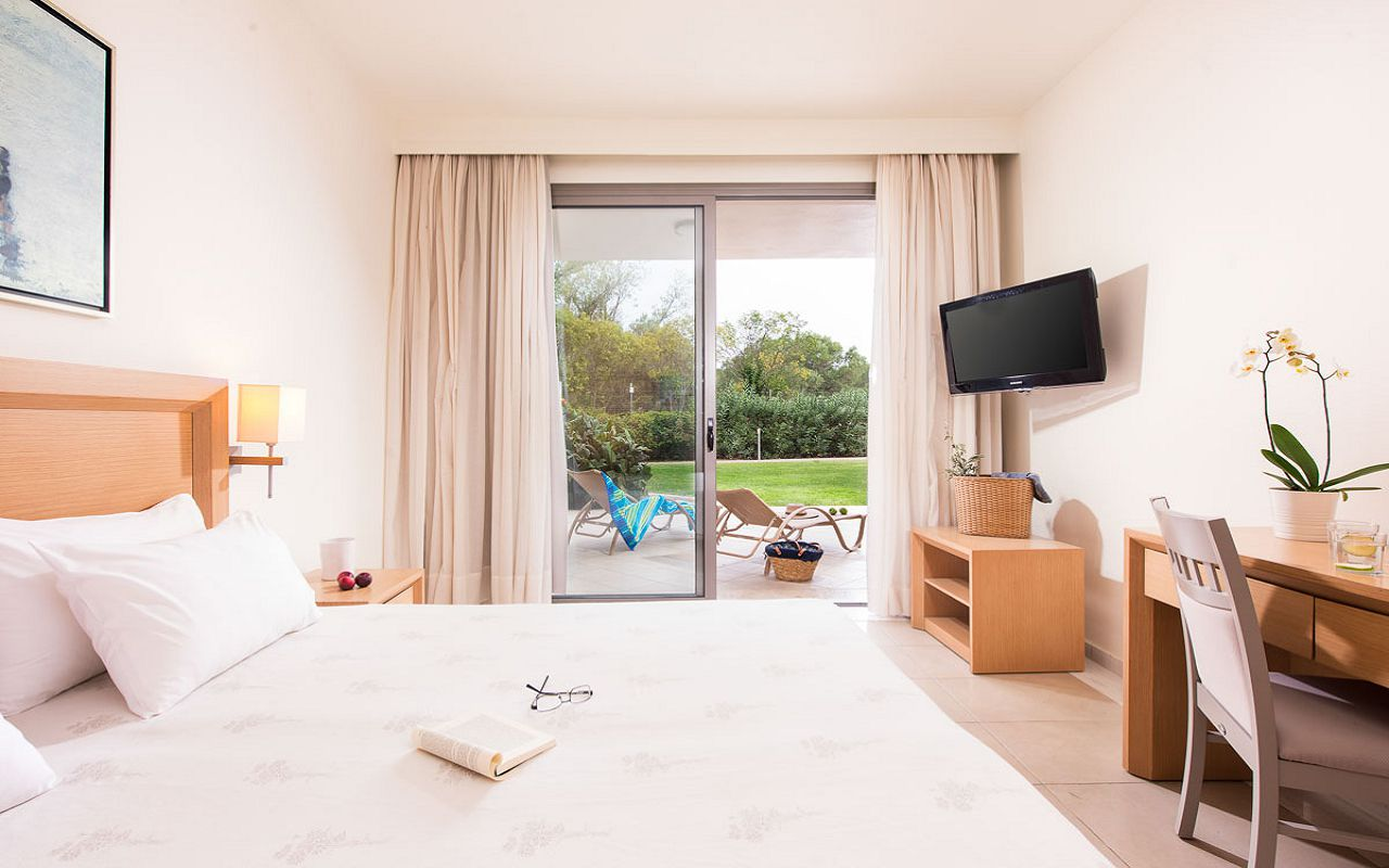 deluxe-suite-garden-view-7