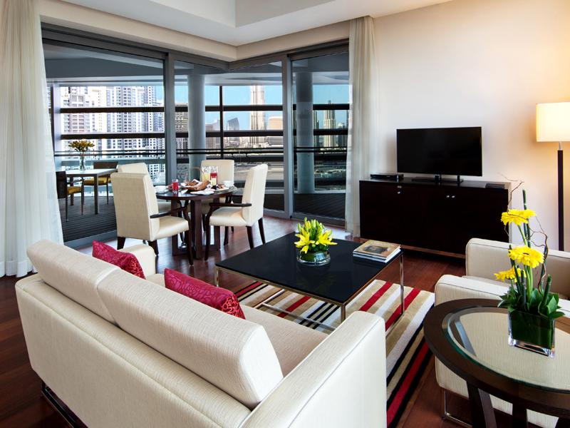 deluxe-suite-private-balcony