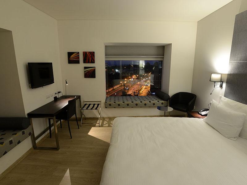 deluxe-view-room-2
