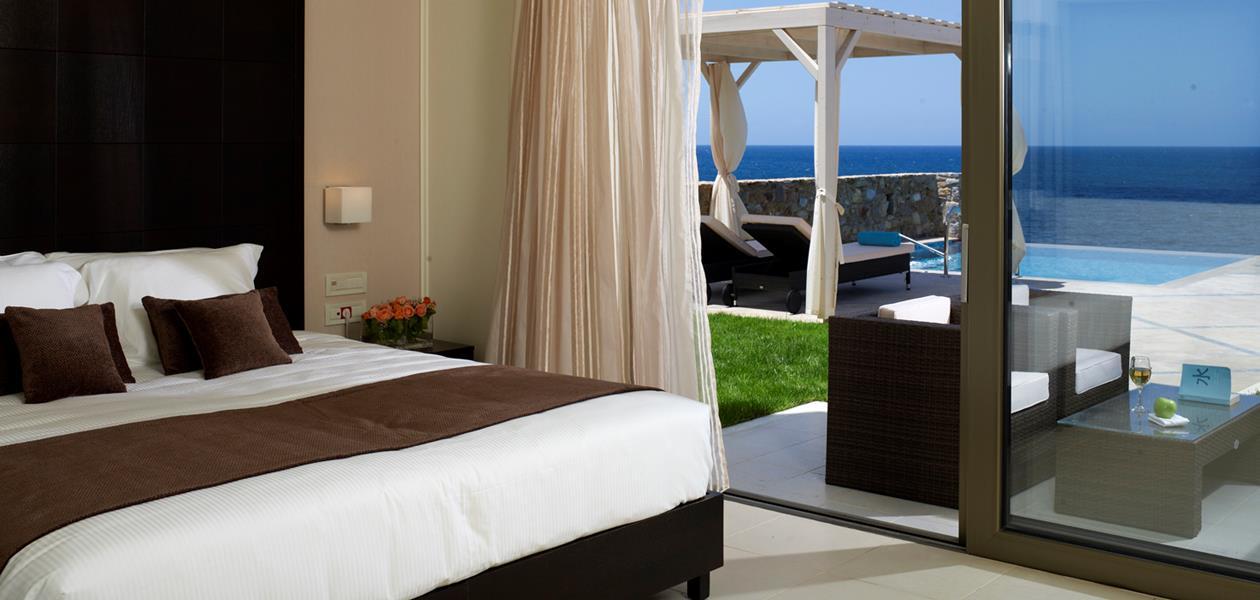 deluxe_guestrooms_individual_pool1