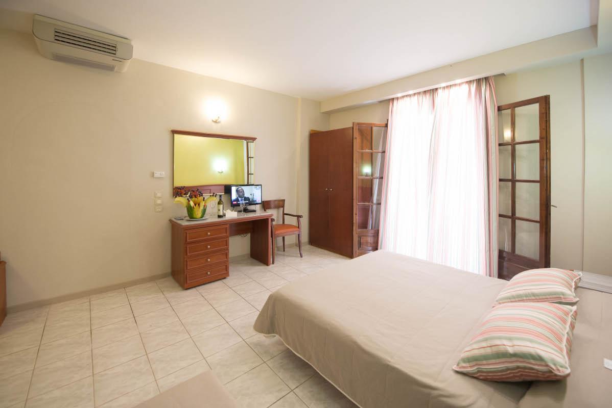 double_guest_room_aspro_kouvrli
