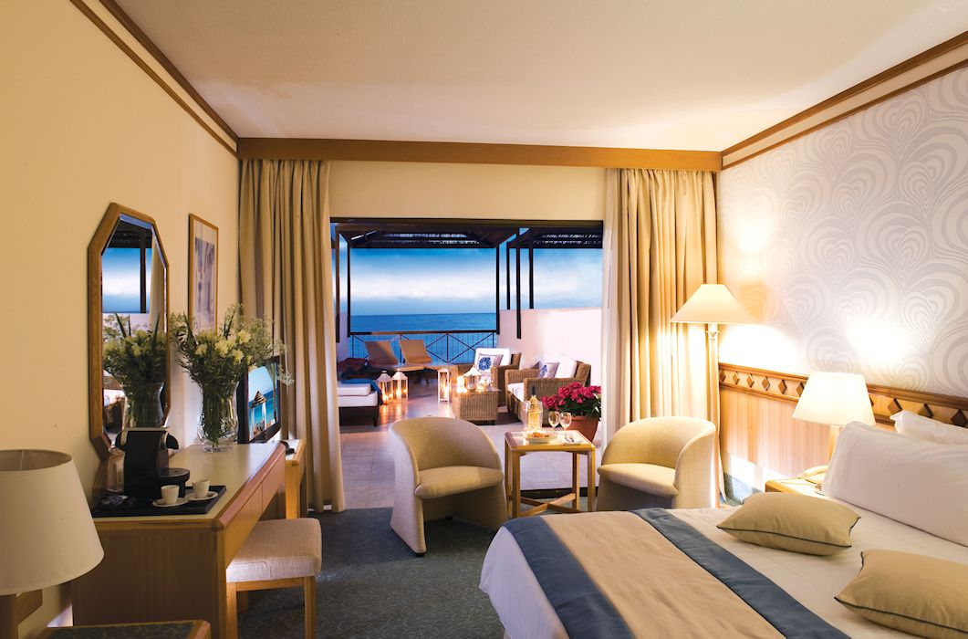 executive_suite_front_sea_view_1