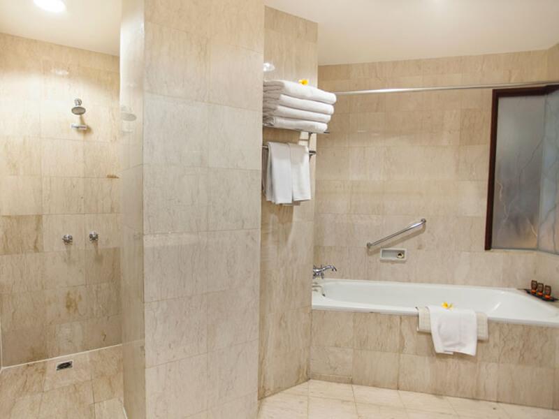family-bathroom-at-ramayana-hotel-bali