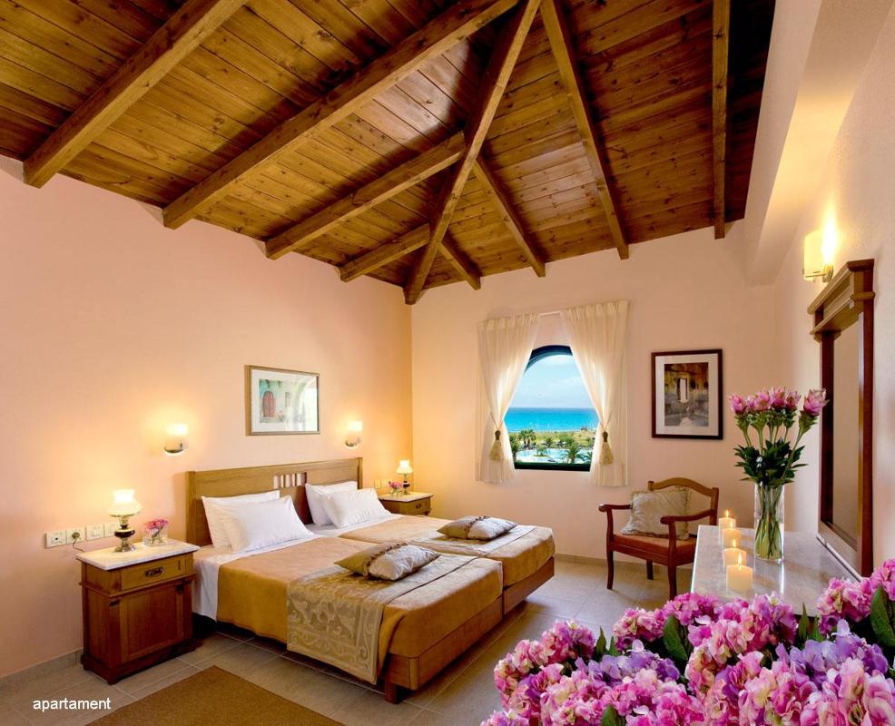 family_suite_bdroom_aspro_kouvrli