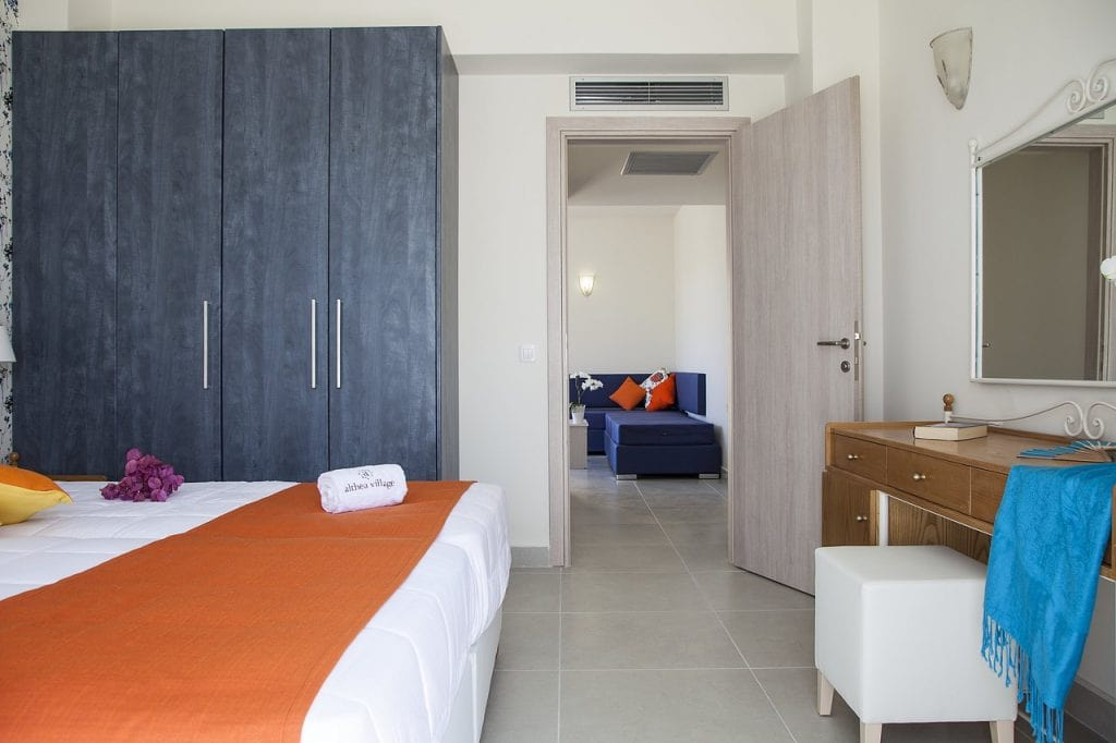 familyroom-suite-13-1024x682-min