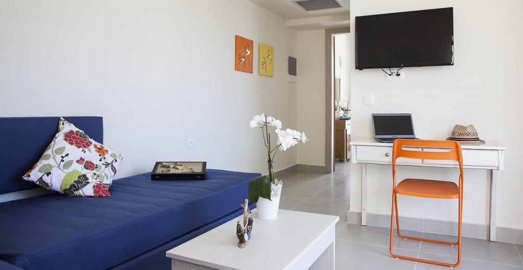familyroom-suite-5-1024x529-min