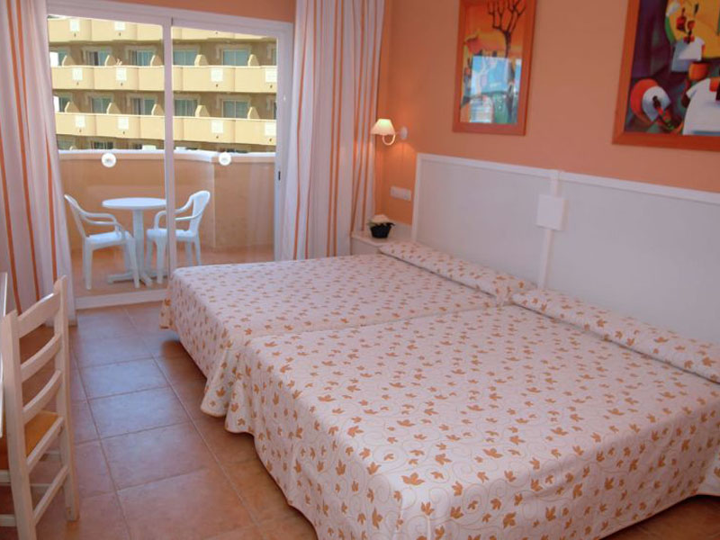 habitacion-estandar-cama-doble-balcon