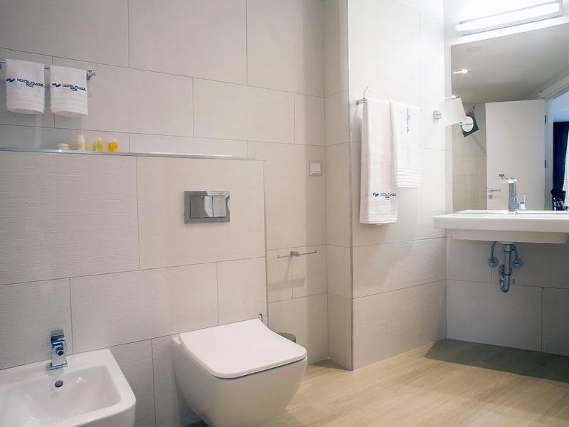 hotel-plaza-bathroom-superior