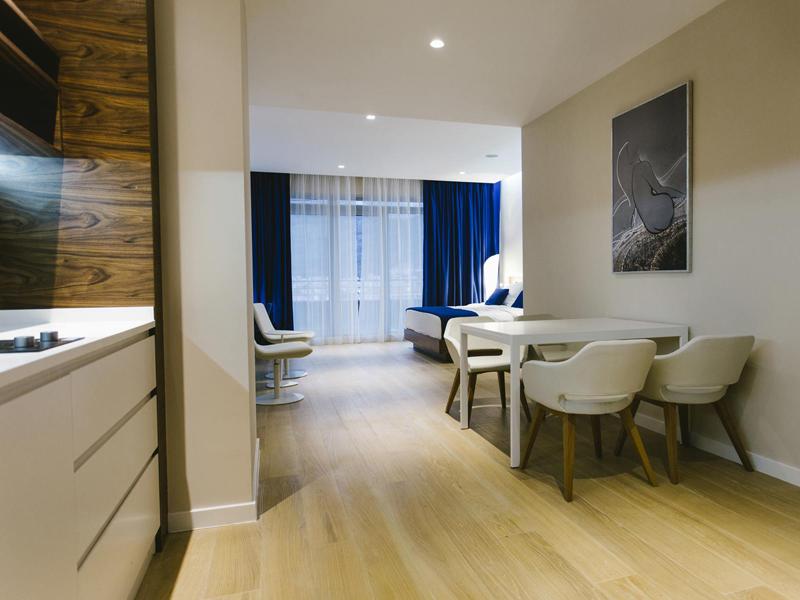 hotel-plaza-suite-junior-whole