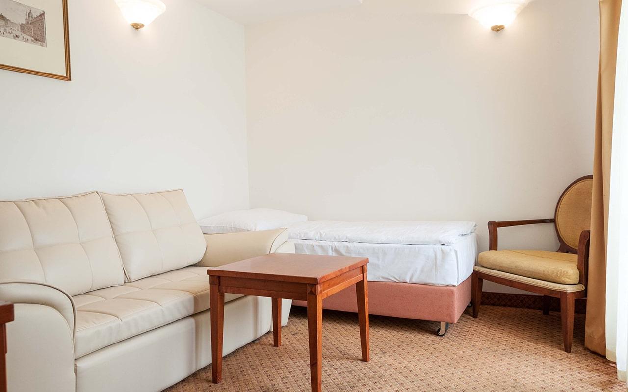 hotel-raffaello-apartment-with-terrace-01-min
