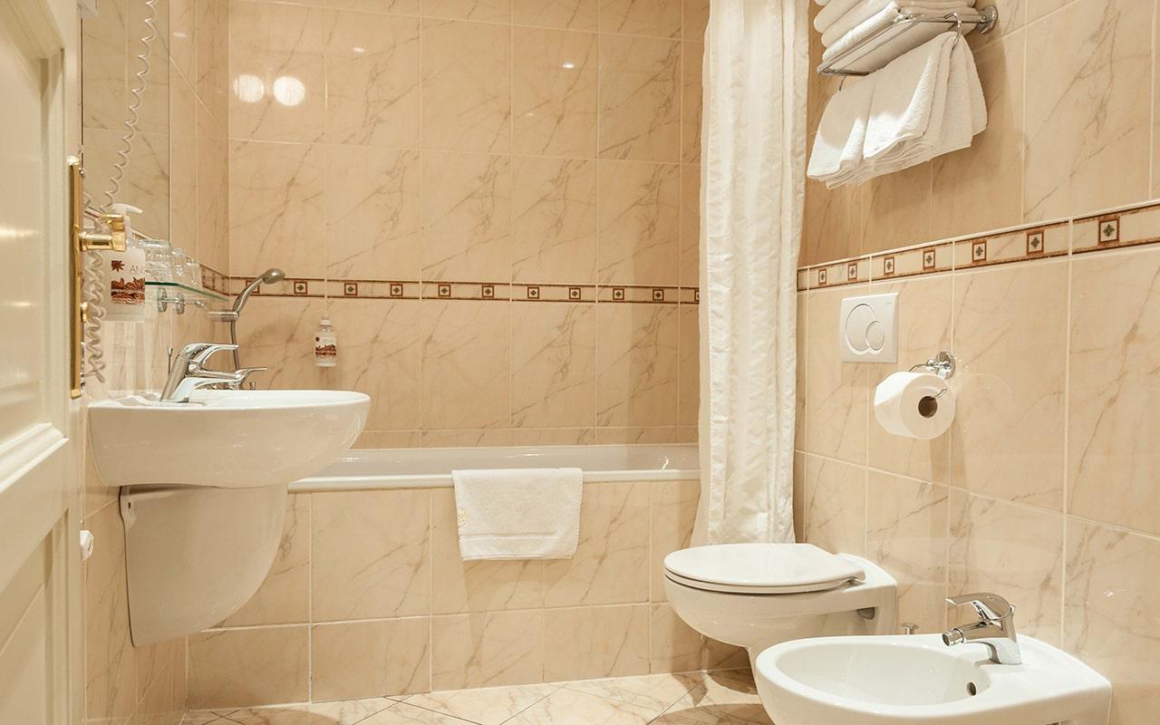 hotel-raffaello-apartment-with-terrace-04-min