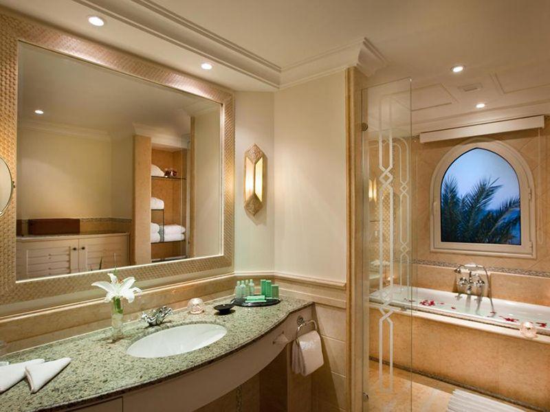hrg1marbel-fitted-bathrooml