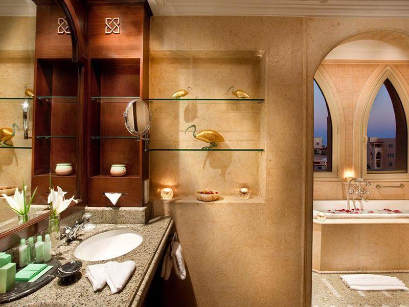 hrg1suite-bathrooml