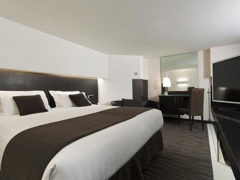 junior-suite-room-hotel-universo-4-stars-rome (1)