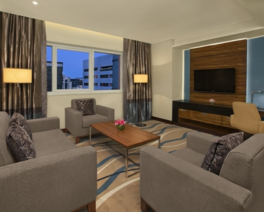 king_one_bedroom_suite_2